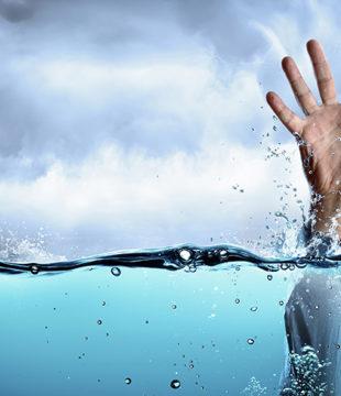 Empresário que vacila no senso de importância deixa água bater na bunda