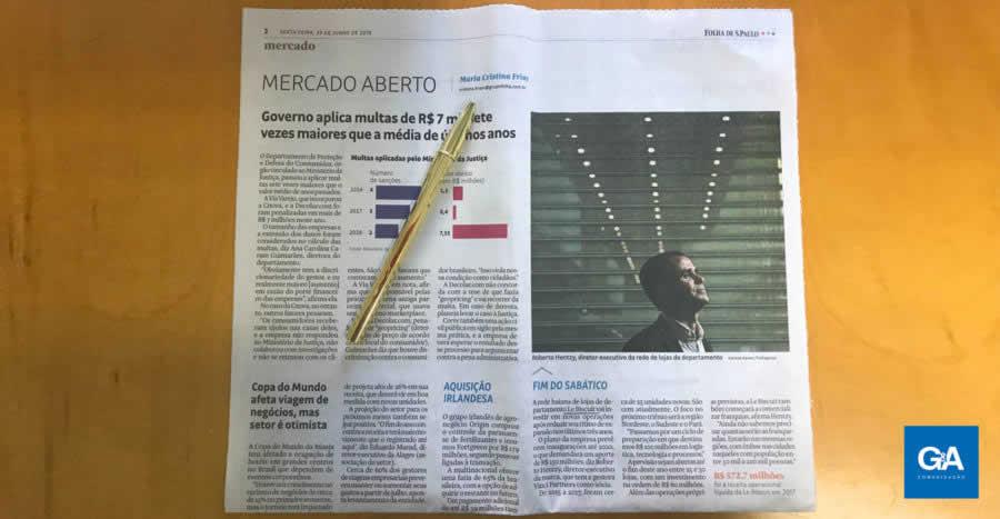 Le Biscuit na Folha de S. Paulo