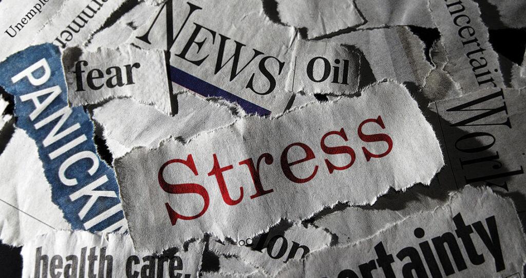 recortes de jornal com palavras stress, panic e news - evitar crise de imagem