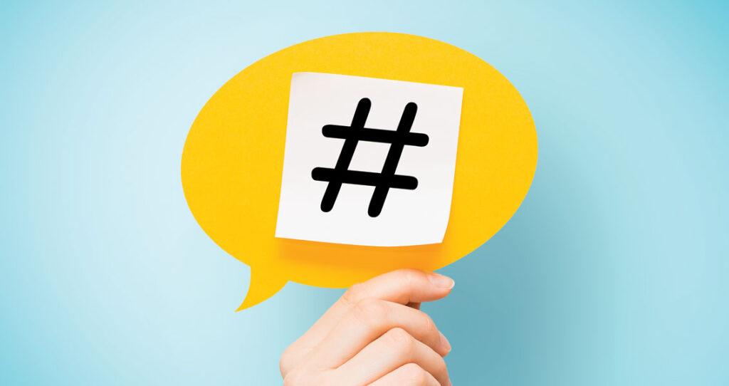 balão de fala com hashtag - monitoramento de redes sociais