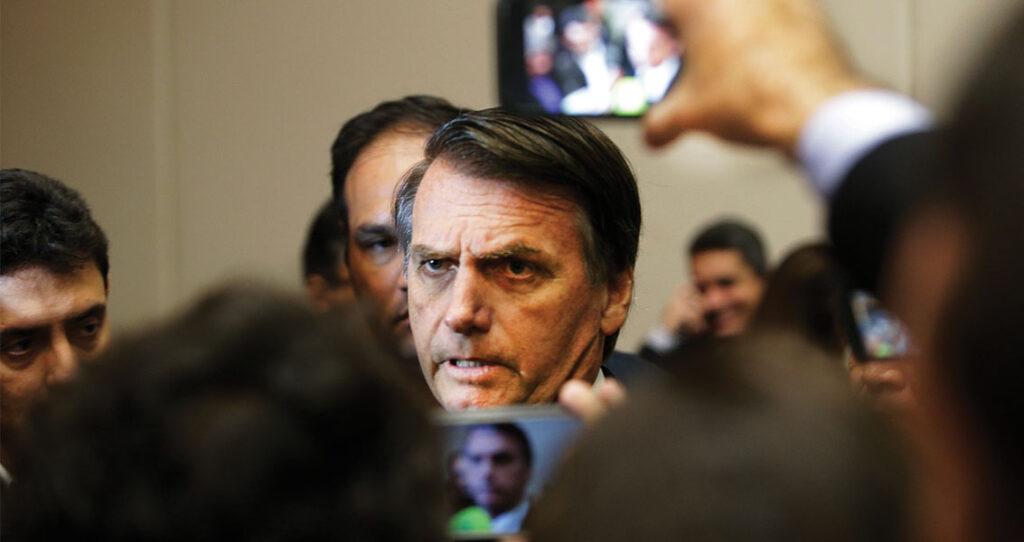 Bolsonaro cercado por jornalistas - sugerir pautas